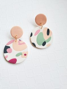 Handcrafted Polymer Clay Jewelry by Irisandmint Diy Earrings Polymer Clay, Cute Polymer Clay, Polymer Clay Crafts, Clay Design, Bijoux Diy, Handmade Jewelry, Diy Jewelry, Jewelry Design, Mint