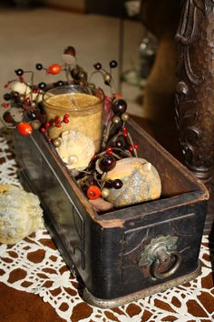 Fall decorations in an old sewing machine cabinet drawer. I love this and I have the sewing machine! Sewing Machine Drawers, Sewing Machine Tables, Treadle Sewing Machines, Antique Sewing Machines, Sewing Table, Sewing Box, Arte Country, Country Crafts, Old Wooden Boxes