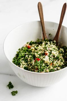 This quinoa tabbouleh salad is a healthy vegan & gluten-free dish that comes together in less than 30 minutes for a delicious side or appetizer! Quinoa Salad Recipes, Easy Salad Recipes, Side Dish Recipes, Appetizer Recipes, Whole Food Recipes, Vegetarian Recipes, Healthy Recipes, Vegan Meals, Healthy Dinners