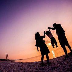 写真を残すことは誰かの手元に愛や幸せを残していくことなのかもしれない。 #写真は未来への手紙 #家族写真 #シルエット  #igersjp #team_jp #jhp #写真好きな人と繋がりたい #photo #portrait #photography #Instagram #InstagramJapan #VSCOcam #vscogoodshot #instagood #igersjp #instalike #photoshoot #RECO_ig #Ink361_asia #cute #happy #like4like #love  #IGersJP #東京カメラ部 #tokyocameraclub #結婚