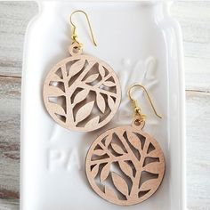 Have you ever made jewelry with the help of your Silhouette cutting machines? @mintedstrawberryblog made these with wood veneer to mimic a laser cut look. Oh man, they turned out great.