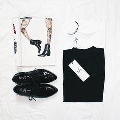 Black or white? Always a hard decision. #funktionschnitt #flatlay #highneck #shirts #womenswear #blackandwhite #fashion #look #whattowear #wearthedifference