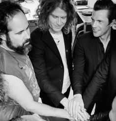 This pic is GOLD .. I ♡ them    The Killers 2017 - Ronnie Vannucci Jr - Dave Keuning - Brandon Flowers #TheKillers_band #wonderfulwonderful