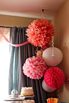 Cool way to arrange party paper balls.