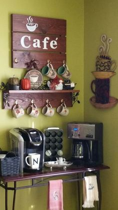 30 Best Home Coffee Bar Ideas for All Coffee Lovers Extraordinary Do It Yourself Coffee Bar Ideas for Your Cozy Home - A Do It Yourself coffee bar in your house can assist you amuse household, friends, loved ones. Coffee Bar Station, Coffee Station Kitchen, Coffee Bars In Kitchen, Coffee Bar Home, Home Coffee Stations, Coffee Cafe, Coffee Corner, Espresso Coffee, Diy Bar