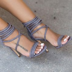 High heels are a must-have fashion item for woman. Whether it's in the form of stilettos, wedges to high pumps … Stilettos, Pumps, Stiletto Heels, Cute Shoes, Me Too Shoes, Awesome Shoes, Pretty Shoes, Shoe Boots, Shoes Heels