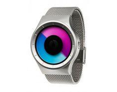Kontinuierliche Veränderung. Die ZIIIRO Celeste Armbanduhr hat eine Scheibenanzeige mit zwei transparenten Scheiben und ein flexibles Mesh-Band aus Edelstahl. Diese Uhr im Farbton Chrome Purple ist neu im Uhrenshop.