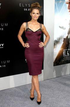 Stana KATIC sensuelle en Bec & Bridge à la première du film Elysium à Westwood, le 7 août 2013.