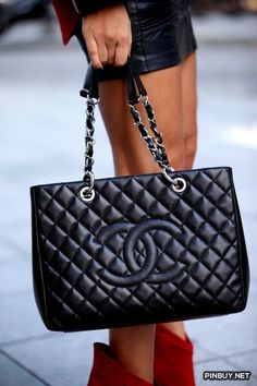 25ab4a3b5fa4 Buy your beige leather handbag CHANEL on Vestiaire Collective