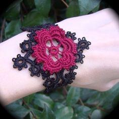 bracciale con rosa - schema e istruzioni - Tatted Lace Corsage Bracelet