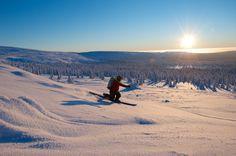Telemark skiing in Aakenustunturi Fells in Lapland, Finland