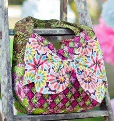 What a cute purse!  I'd go for different colors, I think, but I'd love to make this.