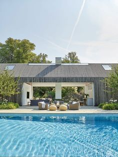 The White Company founder s pool house in London suburbs Photos Ideas Design The White Company, Outdoor Spaces, Outdoor Living, Outdoor Decor, Modern Buildings, Maine House, Pool Designs, Elle Decor, Architecture Details