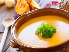 Zupa krem z dyni: PRZEPIS na najlepszą zupę dyniową [WIDEO]