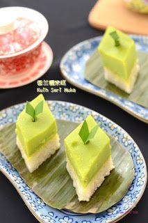 The Furry Bakers: 香兰糯米糕 Kuih Seri Muka Steam Cake Recipe, Flan Recipe, Steamed Cake, Custard, Food Pictures, Cake Recipes, Sweet Tooth, Food Photography, Cheesecake
