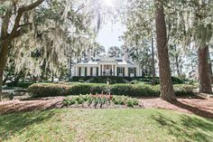 Oldfield River Club. Lowcountry wedding inspiration. See more on Savannah Soiree. http://www.savannahsoiree.com/journal/derby-meets-lowcountry-styled-shoot