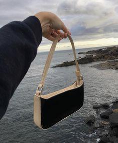 We Heart It edition Fashion Handbags, Purses And Handbags, Fashion Bags, Fashion Fashion, Fashion Ideas, Fashion Beauty, Fashion Inspiration, Winter Fashion, Mini Purse