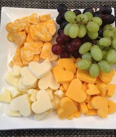 Heart Cheese platter for valentine's day. Super cute and easy idea for a snack for the kiddos Valentine's day party Valentines Day Treats, Holiday Treats, Holiday Recipes, Valentine Party, Easter Recipes, Valentine Dinner Ideas, Valentines Day Birthday, Tea Party Birthday, Funny Valentine