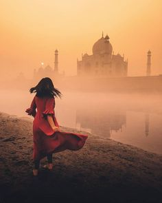 Couple Photography Poses, World Photography, Amazing Photography, Shiva, Voyager Loin, Animated Love Images, Destinations, Dance Images, Sad Pictures