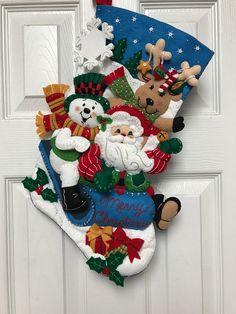 Elf Christmas Decorations, Christmas Items, Felt Christmas, Christmas Crafts, Holiday Decor, Cute Christmas Stockings, Cross Stitch Christmas Stockings, Felt Stocking, Stained Glass Christmas