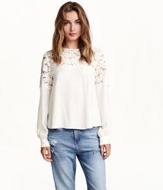 H&M Blusa con canesú de encaje $499