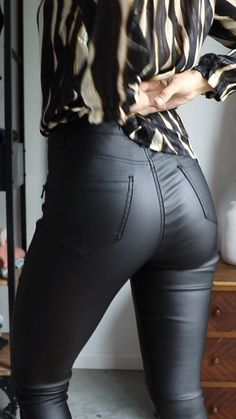 outfit videos for women * outfit videos ; outfit videos for women ; outfit videos for school ; Nude Scarves, Leggings Outfit Winter, Tight Leather Pants, Leather Skirts, Casual Outfits, Fashion Outfits, Work Outfits, Winter Outfits, Striped Blazer