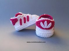 Crochet baby shoes inspired by Adidas Superstar. They are a perfect gift for baby announcement, baby shower, photo shoot or just keeping the little baby's toes cozy.  You can also find the pattern on site.