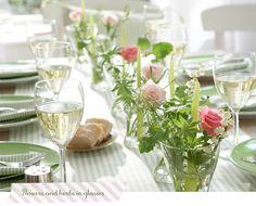 Una mesa fresca decorada con flores y hierbas | Decorar tu casa es facilisimo.com