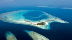 Constance Moofushi Resort: Constance Moofushi is a top dive spot with an on-site dive center and house reef.