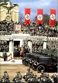 Allemagne, Berlin, Parade du anniversairy of Adolf Hitler. Ww2 History, World History, Military History, Marie Curie, Foto Portrait, Germany Ww2, The Third Reich, Historical Pictures, Vietnam War