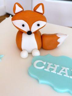 Fondant fox cake topper -Love this guy Deco Cupcake, Cupcake Cakes, Fondant Figures, Fondant Toppers, Fondant Cakes, Fox Cake, Woodland Cake, Animal Cupcakes, Fondant Animals