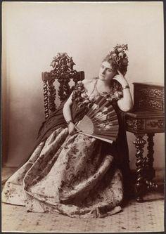 La Castiglione pensive (1895) par l'illustre photographe français : Pierre-Louis Pierson. (C) Gilman Collection.