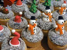 christmas cupcakes Christmas Snacks, Christmas Baking, Christmas Ideas, Pineapple Salad, Holiday Cupcakes, Cupcake Heaven, Mini Cakes, Xmas, Merry Christmas