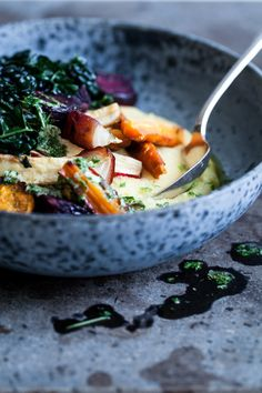 Polenta with Oven Roasted Root Vegetables (vegan) Polenta, Oven Roasted Root Vegetables, Root Veggies, Healthy Travel Snacks, Healthy Dinners, Healthy Cooking, Cooking Recipes, Yummy Veggie, Vegetarian Recipes