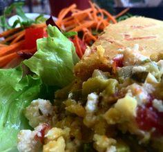 Lunch time   torta de cenoura com recheio de abobrinha ricota e alho poró  salada. Delicia!  Parabéns @fefrarezanetti  #healthychoices #healthylifestyle #healthyliving #healthyeating #vidasaudavel #saude by ale_lopes_rosen