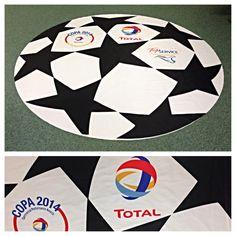 Groot formaat ronde vlag (2 mtr doorsnee) full colour geprint. Voor Total.