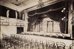 Krisztina körút 55., a Karátsonyi-palota (lebontották) színházterme. A felvétel 1895-1899 között készült. A kép forrását kérjük így adja meg: Fortepan / Budapest Főváros Levéltára. Levéltári jelzet: HU.BFL.XV.19.d.1.11.078