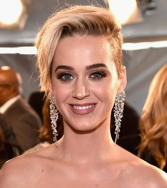 2017 iHeartRadio Music Awards Katy Perry Breakover Pixie Cut Video | InStyle.com