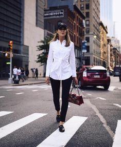 Гардероб современной женщины не может считаться полноценным, если в нем отсутствует белая рубашка. Некоторые особы не совсем правильно относятся к данному предмету одежды, воспринимая его как обязател...
