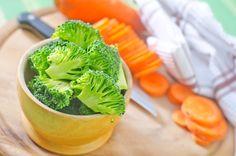 O congelamento de verduras e legumes é uma boa alternativa para guardar esses alimentos por mais tempo e manter seus nutrientes. Quando congelados...