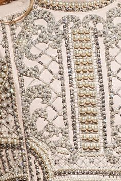 Amazing bead work - Balmain collection F/W Pearl Embroidery, Tambour Embroidery, Couture Embroidery, Hand Embroidery, Embroidery Designs, Couture Details, Fashion Details, Tambour Beading, Lesage