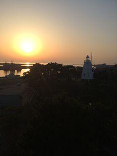 白灯台が見える風景