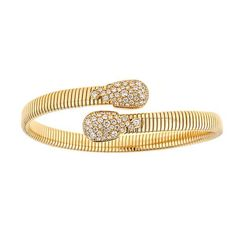 Celebrate timeless beauty and style with this yellow gold bracelet with diamonds handcrafted by ZYDO.