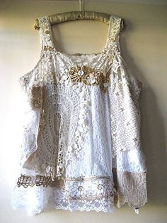 vintage doilies and tablecloth edgings cover and embellish a basic t-shirt tank or slip tank.What a great idea for those doilies you don't know what to do with. Robes Vintage, Vintage Outfits, Vintage Fashion, Upcycling Fashion, Diy Fashion, Moda Vintage, Vintage Lace, Antique Lace, Mode Baroque
