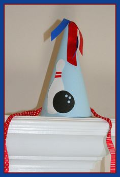 Bowling party hats - these would be so easy to make! Bowling Invitations, 70th Birthday Parties, Birthday Ideas, Bowling Party, Party Themes, Party Ideas, Art Party, Party Planning, Kid Parties