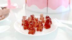 Bonbons maison : 15 recettes sucrées et régressives ! • Hellocoton Dessert Recipes, Desserts, Waffles, Cereal, Sweet Treats, Kiwi, Fruit, Cooking, Bonbon