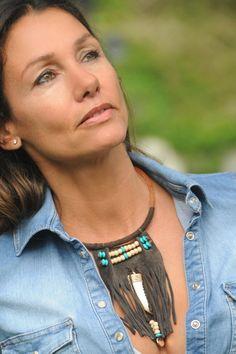 Collar nativo y tribal con ante abalorios y cuerno por alockata, €24.95
