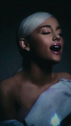 Ariana Grande - no tears left to cry (Official Video) Ariana Grande Fotos, Ariana Grande Wallpapers, Cat Valentine, Dangerous Woman, American Singers, Music Artists, My Idol, Makeup Looks, Hair Beauty