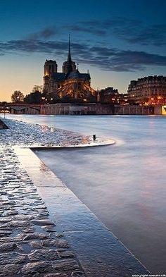 Notre Dame by night, Paris http://itz-my.com