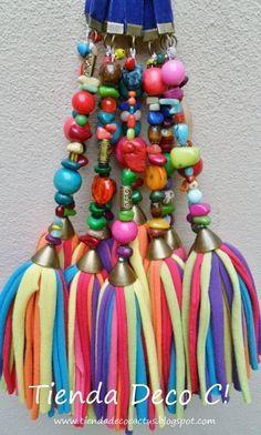 Borlas llenas de colores y detalles       Con piedritas, cascabeles y muchos detalles más...